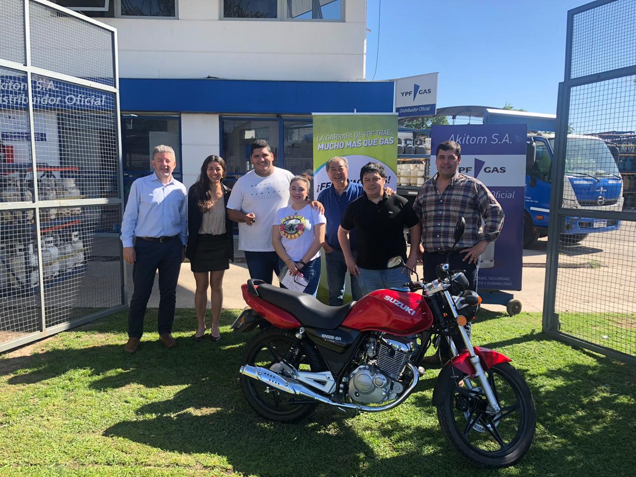 Una de las 24 motos sorteadas por YPF Gas se fue para Mercedes