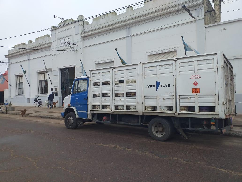 Entrega de la garrafa social en las delegaciones municipales de Pehuajó